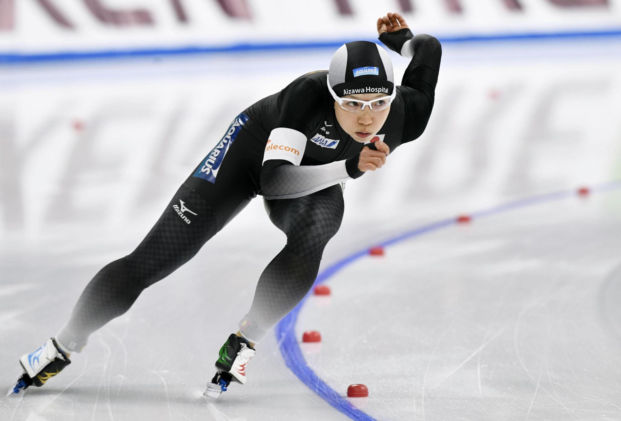 Nao Kodaira competes en route to a victory in the women's 500-meter race at the ISU's World Single Distances Speed Skating Championships on Friday in Gangneung, South Korea.   KYODO