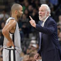 Spurs coach Popovich sets record
