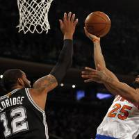 Knicks stun Spurs in last game of tumultuous homestand