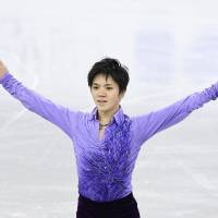 Shoma Uno sits in second place after Friday's short program with 100.28 points at the Four Continents Championships. | KYODO