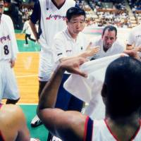Legendary former Japan men's national team coach Mototaka Kohama, who passed away in January, is seen speaking to his players during a 1999 game. | KYODO