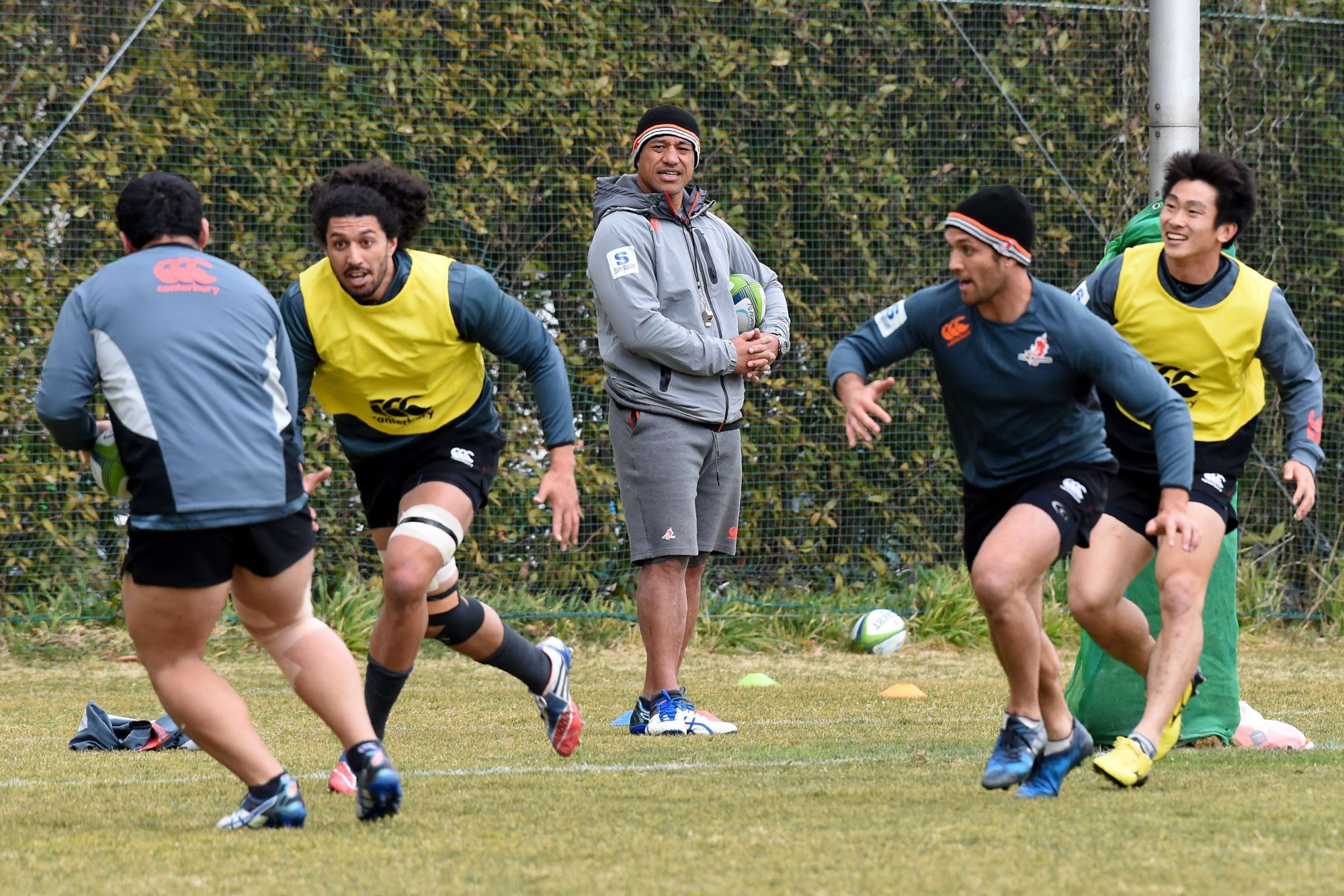 Sunwolves coach Filo Tiatia (center) oversees a practice session on Monday. | AFP-JIJI