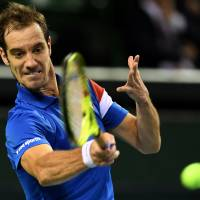 Gasquet, Simon stake France to 2-0 lead in Davis Cup tie