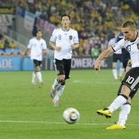 Turkish report says Podolski has agreed to join Vissel in June