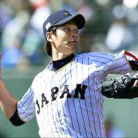 Japan starter Shota Takeda pitches against the Hawks during an exhibition game on Saturday. | KYODO