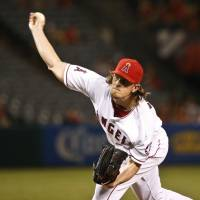 Weaver signs with Padres after 11 years with Angels