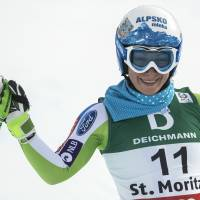 Stuhec maintains lead in women's downhill training