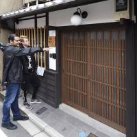 Tourists view a traditional machiya townhouse in Kyoto's Shimogyo Ward last month. A boom in overseas visitors has helped make Japan the fastest-growing market for home-sharing company Airbnb Inc. | KYODO