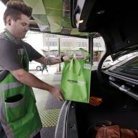 Amazon tests Seattle grocery pickup service