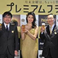 Mitsukoshi Ginza Executive Officer Makoto Asaka (left), actress Manami Hashimoto and Yasunori Aiba, vice president of brewery Suntory Holdings Ltd., attend the department store's 'Premium Friday' kick off ceremony in Tokyo on Feb. 24. | YOSHIAKI MIURA