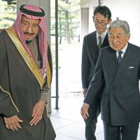 Saudi Arabian King Salman bin Abdul-Aziz al-Saud is welcomed by Emperor Akihito for a luncheon at the Imperial Palace in Tokyo on Tuesday. | POOL/ VIA KYODO