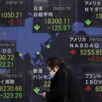 Japanese retail investors are buying potentially risky securities, including 'uridashi' notes — securities that pay off if the stock index rises above a preset level on designated days — amid a lack of attractive products. | BLOOMBERG