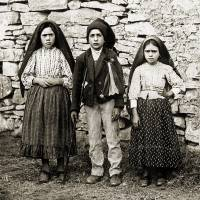 Fatima visionaries to be made saints, perhaps during pope visit