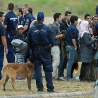 Hungary to begin holding all migrants in border container camps
