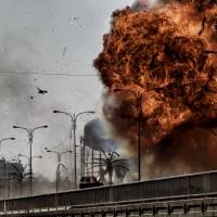 Fire and smoke billow following a car bomb explosion as Iraqi forces clash with Islamic State (IS) group fighters in Mosul on Sunday. | AFP-JIJI
