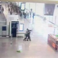 Orly video shows attacker drop bag containing gasoline, rush soldier