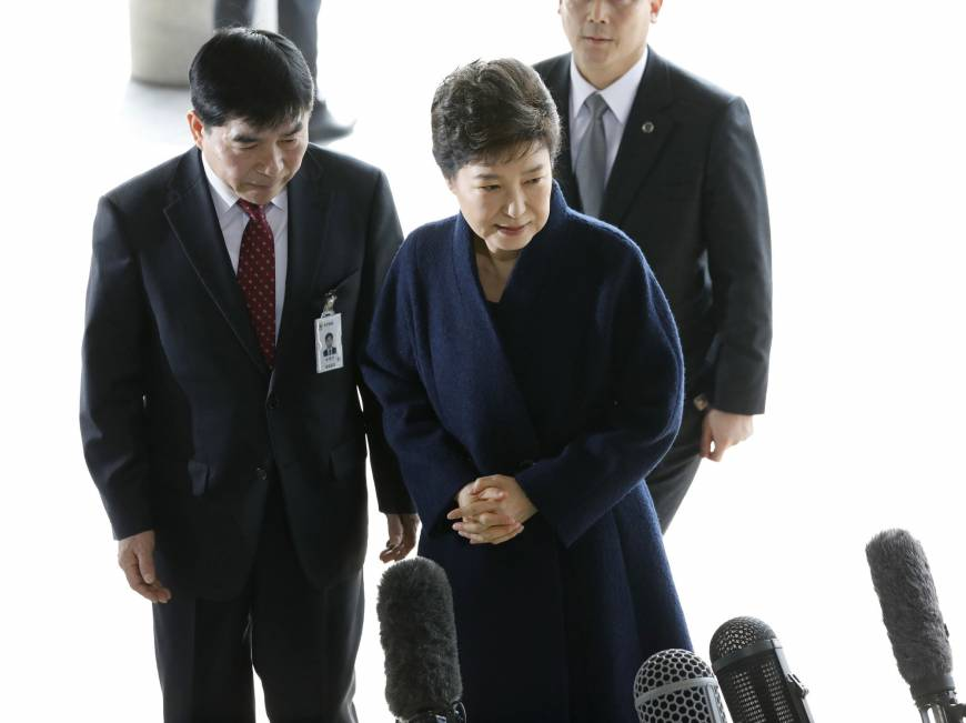 South Korea's Park apologizes and vows to work with corruption probe