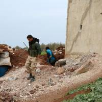 U.S. airlifts Syrian-Kurdish fighters behind Islamic State lines to secure dam near Raqqa