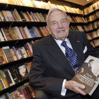 David Rockefeller poses in a Paris bookshop during the presentation of his book 'Memoires' in 2006. Rockefeller, a former head of Chase Manhattan bank and luminary in political and philanthropic circles, died on Monday at the age of 101, a spokesman said.   AFP-JIJI