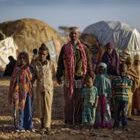 Somali militants let drought-hit civilians roam for food