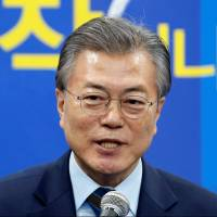 Top South Korean presidential candidate will review THAAD deployment, advisers say