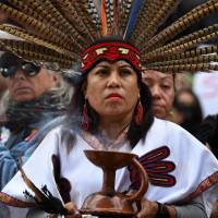 Native Americans and other demonstrators marching to the Federal Building in protest of U.S. President Donald Trump's executive order fast-tracking the Keystone XL and Dakota Access oil pipelines, in Los Angeles in February. | AFP-JIJI