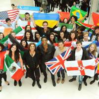 Actors from around the world who participated in the World Shakespeare Festival for London's 2012 Cultural Olympiad gather in London in 2011. | KYODO
