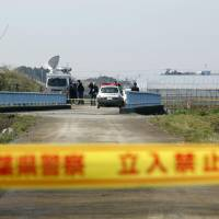 Police cordon off the area where the body of 9-year-old Le Thi Nhat Linh was found in Abiko, Chiba Prefecture. | KYODO