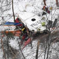 In this photograph taken from a Kyodo News helicopter, a crashed rescue helicopter belonging to the Nagano Prefectural Government can be seen. It went down in a mountainous area in the prefecture with nine people aboard. | KYODO