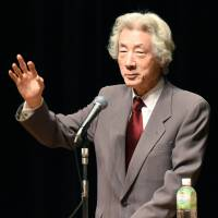 Former Prime Minister Junichiro Koizumi delivers a lecture on the nation's nuclear energy policy in Sapporo on Saturday. | KYODO