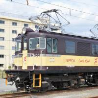 Gakunan Electric Train seeks a buyer for its retired electric ED403 locomotive. | GAKUNAN ELECTRIC TRAIN / VIA KYODO