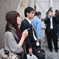Kanagawa Prefecture introduced Japan's first punitive anti-smoking ordinance in 2010 but hasn't punished anyone yet even though it logs around 1,000 violations per year, sources say. | ISTOCK