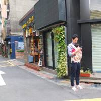 The streets of Taiwan's cities are busy but friendly, and free of the kind of crush found in Tokyo | KAORI SHOJI