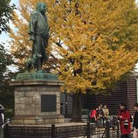 A statue of Saigo Takamori and his dog stands in Ueno Park. | KATHRYN WORTLEY