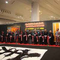 Haruhisa Handa, John Key and other guests of honor prepare to cut the ribbon at the exhibition.