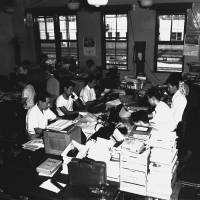 Editorial department staff work in The Japan Times office near JR Shimbashi Station in Tokyo in the early 1960s. The office was not air-conditioned.