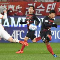 The Antlers' Yasushi Endo scores a second-half goal in an Asian Championships Leauge Group E match against visiting Brisbane Roar on Tuesday night. Kashima won 3-0. | KYODO