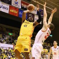 Sendai star Wendell White scored a game-high 26 points on Saturday against Toyama.   B. LEAGUE