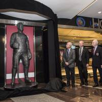 Statue of legend Howe unveiled