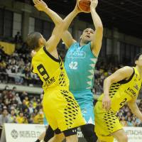 Kyoto forward Kevin Kotzur has a polished low-post game, benefiting from the ability to score with either hand. | B. LEAGUE