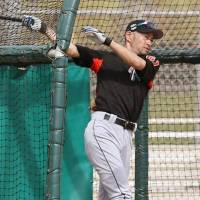 Ichiro returns to training after nine-day absence due to knee bruise