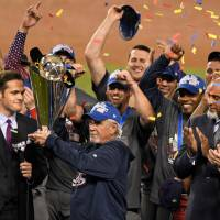 Team USA manager Jim Leyland holds up the championship trophy after Wednesday's 8-0 win over Puerto Rico in the final of the 2017 World Baseball Classic in Los Angeles. | USA TODAY / VIA REUTERS