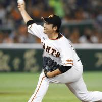 Giants ace Tomoyuki Sugano will try to help lead the club to the postseason this year.   KYODO