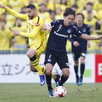 Nagasawa double lifts Gamba past Reysol