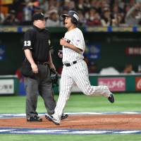 Leader Aoki proves worth in Samurai Japan's opening win