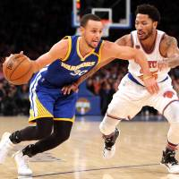 Curry gets back on track in victory