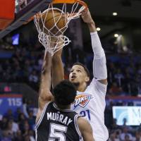 Westbrook powers Thunder to victory over Spurs