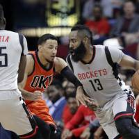 Superb Harden leads Rockets past Thunder
