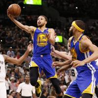 Warriors rally from 22 down to top Spurs