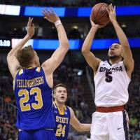 Gonzaga makes late surge to rout 16th-ranked SDSU